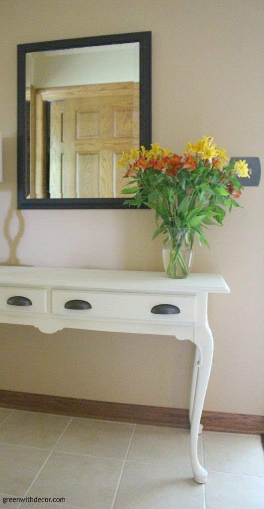 4 steps to a cheap easy foyer makeover. Love these ideas. I could update my old foyer for less than $100!